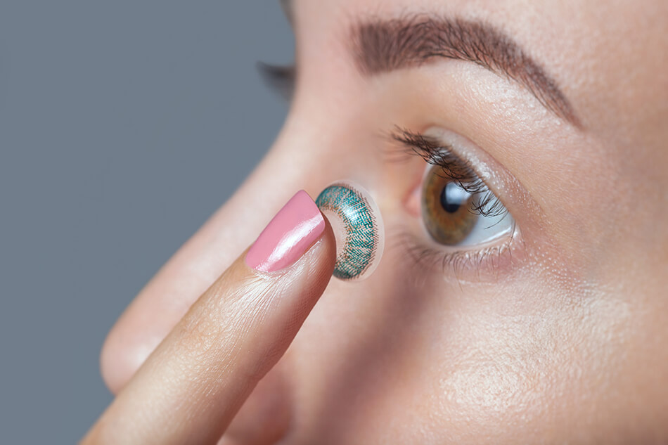 Inserting a color contact lens