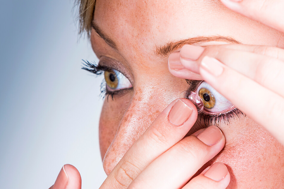 Getting Used to Contacts: 9 Perfectly Normal Symptoms for New